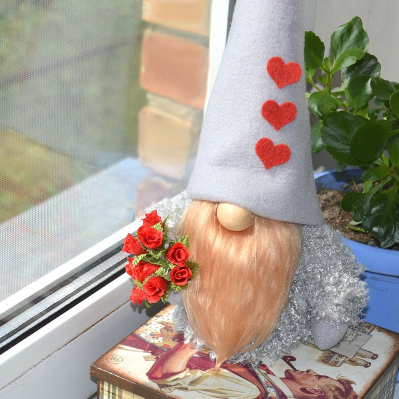 Gift to a loved one gift to mom Scandinavian gnome Swedish gnome Farmhouse decor Gnome gift with a bouquet of flowers Tomte