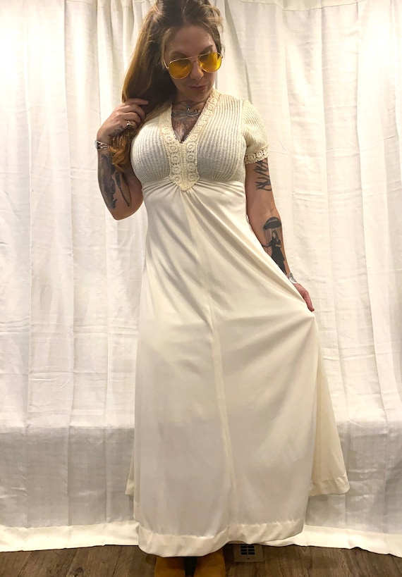 Vintage 1970s wedding dress cream