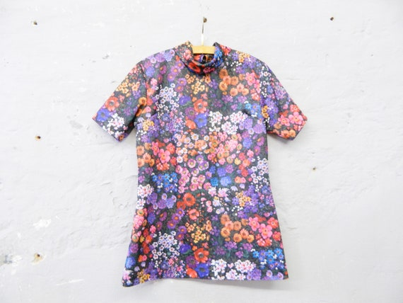 70s tunic blouse / vintage blouse colorful / floral top / floral tunic / 1970s blouse floral pattern