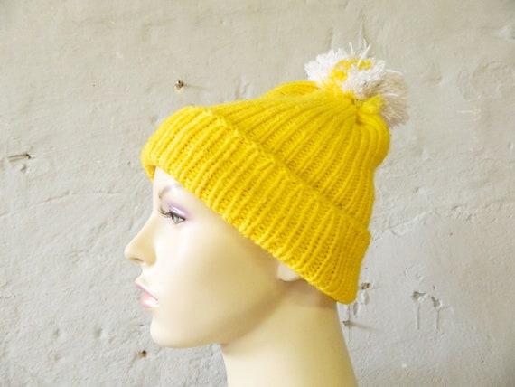 70s wool hat / knit hat / ski hat / winter hat yellow white