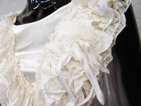 1980s Top Gloss White / Viscose Top / Festive Blo… - image 3