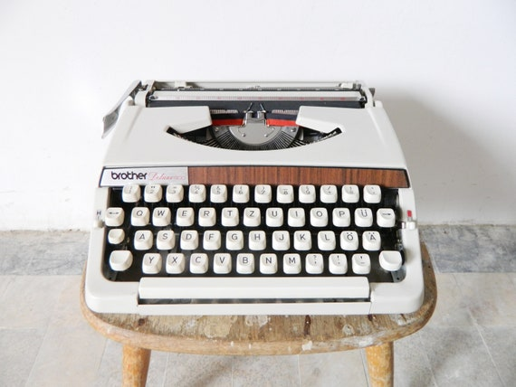 Typewriter Brother Deluxe 900/vintage typewriter Grey/60s typewriter/vintage typewriter/