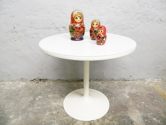 Tulip Foot Table/70s Table/side table/vintage Table round/table metal wood/White Table