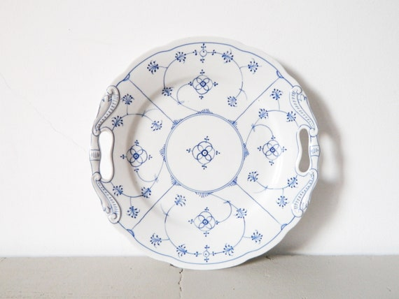 Serving plate white blue/onion pattern/Vintage plate/Collector's Plate/platter/vintage serving plate