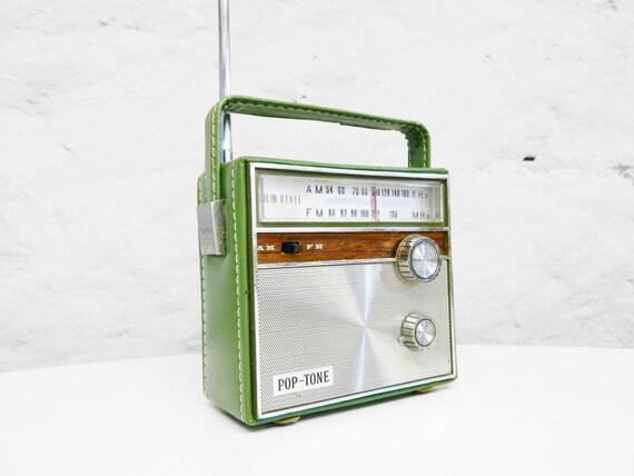 Small Vintage Radio/50s 60s Radio/suitcase Radion Solid State/Transister radio/vintage Radio