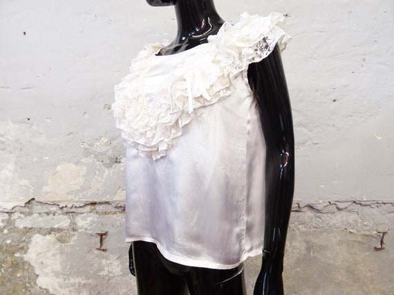 1980s Top Gloss White / Viscose Top / Festive Blo… - image 6