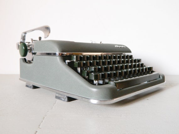 Olympic Typewriter/vintage office/Typewriter 60s/industrial/Typewriter Grey