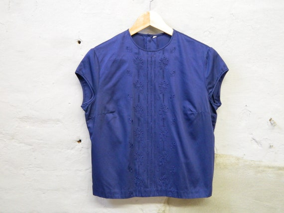 50s blouse/blouse embroidered/embroidery pattern blouse/blue top/vintage top