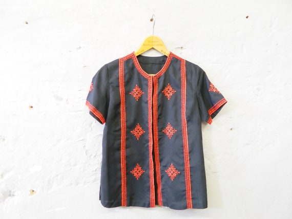 Blouse Indian/70s blouse black red/vintage tunic embroidered/1970s top