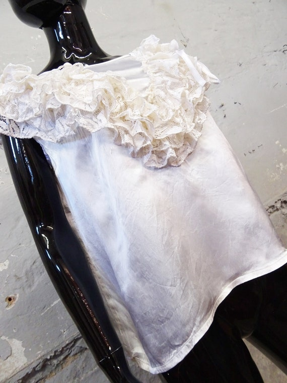 1980s Top Gloss White / Viscose Top / Festive Blo… - image 4