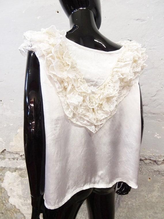 1980s Top Gloss White / Viscose Top / Festive Blo… - image 8