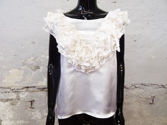 1980s Top Gloss White / Viscose Top / Festive Blou