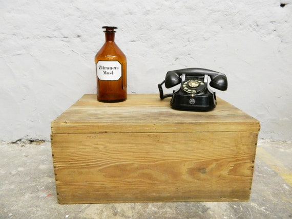 Old wooden box/transport box/box with lid/wood box/wooden table