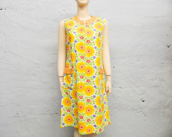 Apriling Dress/70s Dress/vintage coat/coat Apron/floral dress/Colorful summer dress