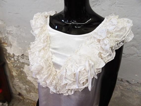1980s Top Gloss White / Viscose Top / Festive Blo… - image 2