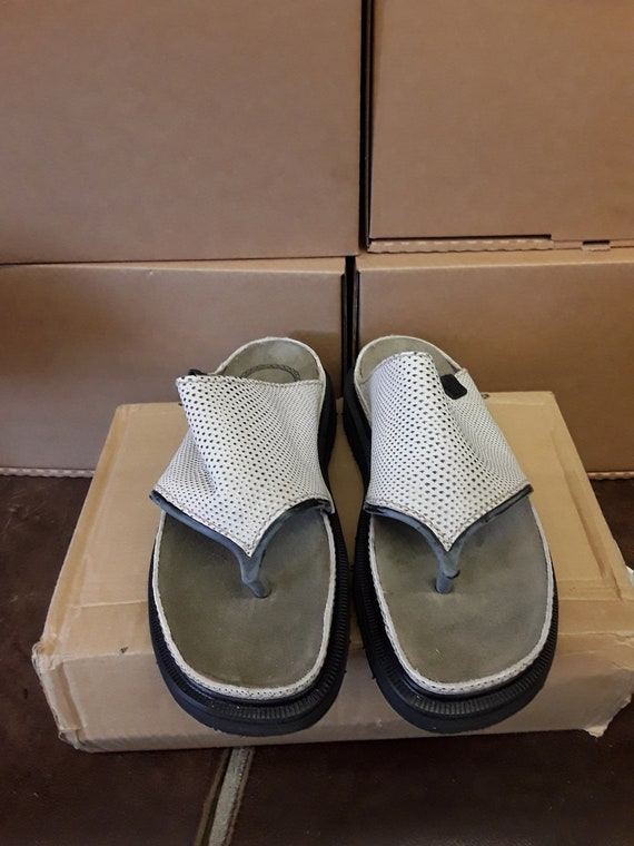 DR Martens Made in England toe post sandal SIZE 7