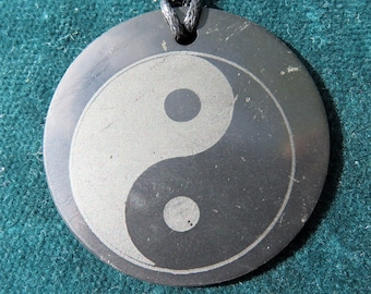 Real SHUNGITE EMF Shield: Yin-Yang pendant, Flower of Life, Protection from Electrosmog such as 5G, WLan, WiFi, Smart Phones, Laptops