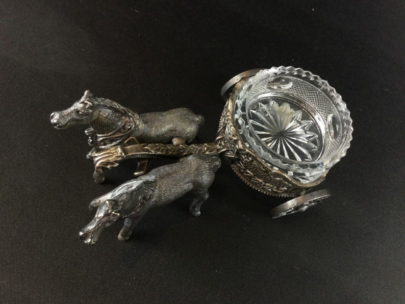 horses pulling a chariot iron Cup-white Crystal Old table salt