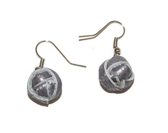 Dangling earrings with leather pearl