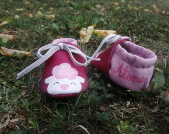 Personalized leather cradle shoes, hand painted, with name