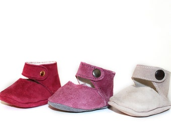Baby suede ballet flats with nickel-red automatic button