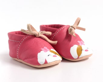 Handcrafted baboons for painted leather baby, laced at the ankle