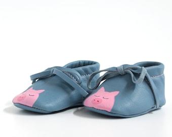 Scarpine da neonato in pelle dipinte, modello babbuccia unisex, allacciata alla caviglia