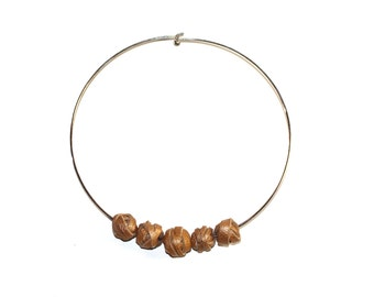 Stiff neckline with antique leather gold pearls