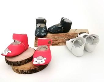 Scarpine da culla in pelle personalizzate, dipinte a mano, modello ballerina, allacciata alla caviglia
