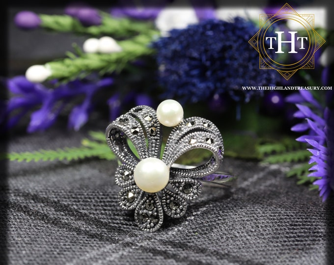 Elegant Vintage Sterling Silver 925 Art Deco Style Freshwater White Pearl With Marcasite Gemstone Bow Ribbon Design Ring Size O - 7