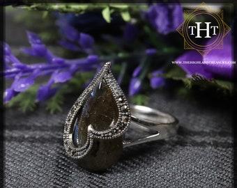 Vintage Sterling Silver 925 Art Deco Style Pear Cabochon Cut Translucent Blue Shimmering Labradorite Marcasite Gemstone Ring Size P - 7 1/2