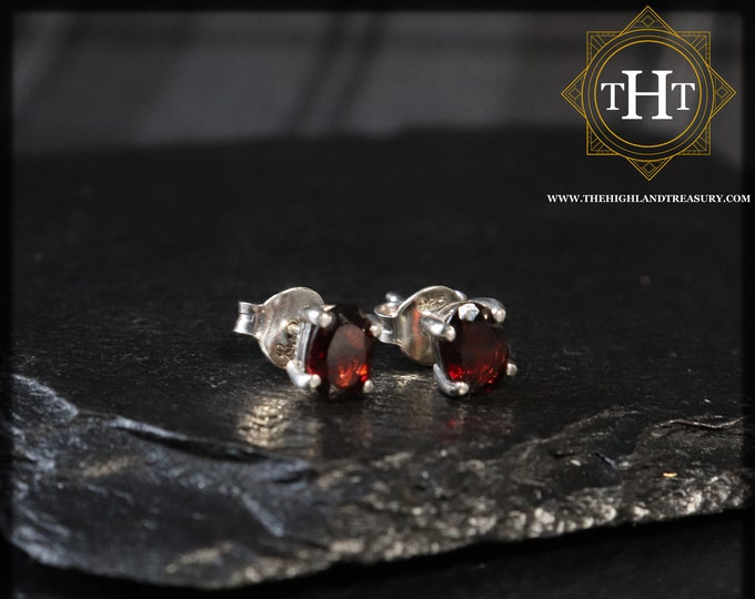 A Pair of Vintage Sterling Silver 925 Small Dainty Delicate 5x7mm Oval Cut Dark Red Garnet Gemstone January Birthstone Stud Earrings
