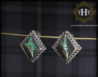A Pair of Iridescent Vintage Sterling Silver 925 Embossed Edged Green Blue Rhombus Diamond Shaped Abalone Paua Sea Shell Clip On Earrings
