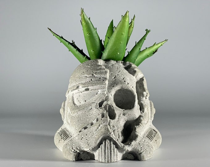Storm Trooper Skull Concrete Planter - Death Trooper -  Star Wars Gift - Dead Trooper - Figurines Planters - Home Decor - Geek Gift