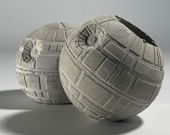 STAR WARS Planter & Paperweight- 6cm - Air Plant Holder - Death Star Planter - Concrete Plant Pot - Concrete Death Star - Geek Gift