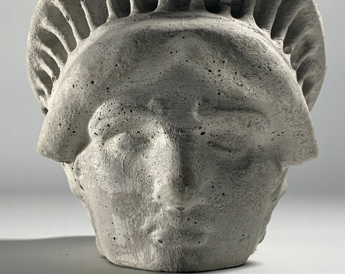 FACE PLANTER POT - Lady Liberty Head Planter - New York Planter - Sculpture Planter - Statue Of Liberty - Home Decoration - Home Decor