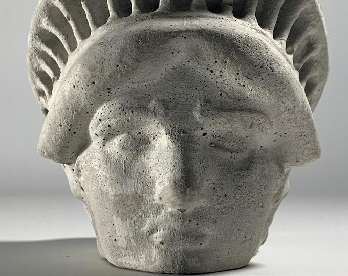 FACE PLANTER POT - Lady Liberty Head Planter - New York Planter - Sculpture Planter - Statue Of Liberty - Home Decoration - Home Decor