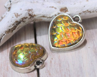Mermaid Fish scale pendant beads Heart 16 x 14 mm Yellow silver plated cabochon resin scales fish pattern Necklace Pendant