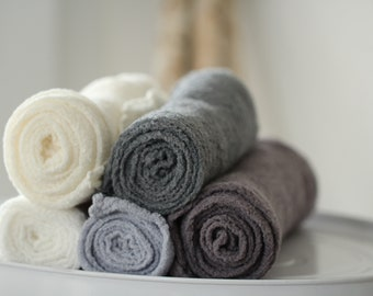 Gots certified cotton wrap in cotton gauze white grey shades