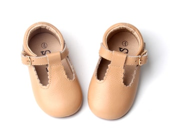 Ready to ship.. Soft shoes Orange shoes.. SALE Newborn Mary Janes shoes..