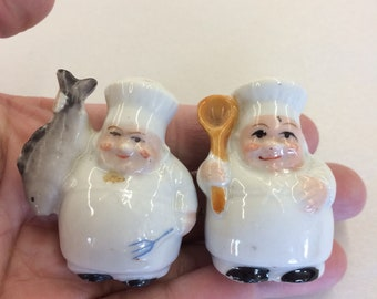 Made in Japan1950s Pair of Vintage ButterflyFlower Salt and Pepper Shakers