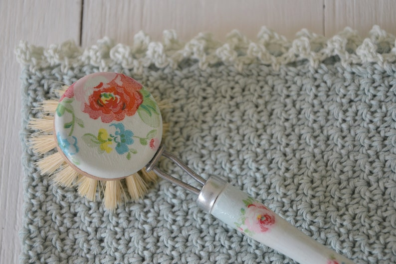Set of rinse brush and crochet towel image 0