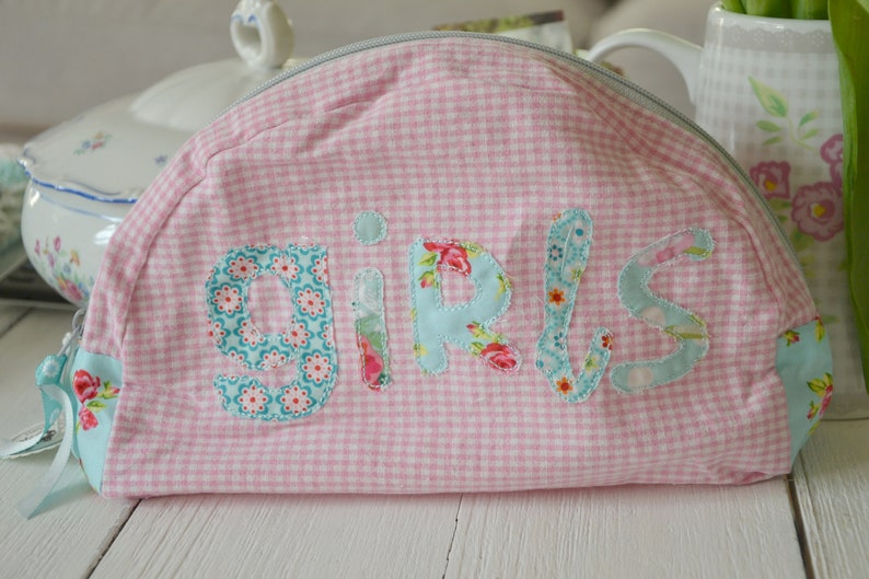 Cosmetic pouch Girls image 0