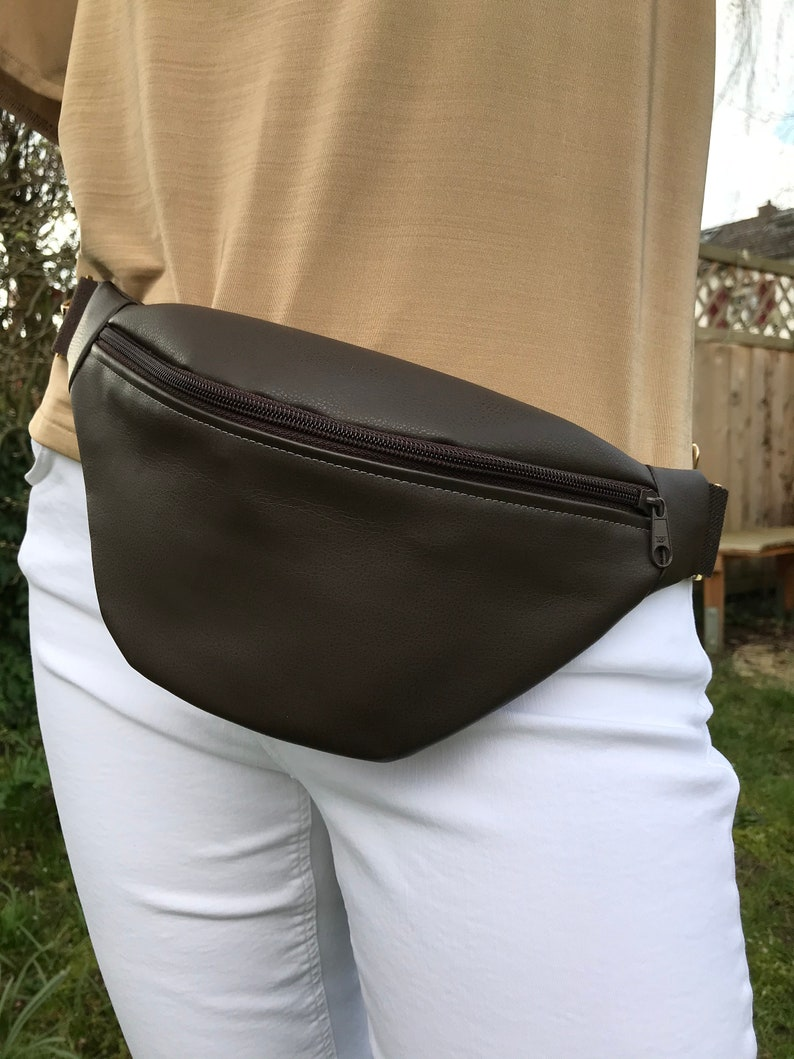 Belly bag hipbag in faux leather image 0