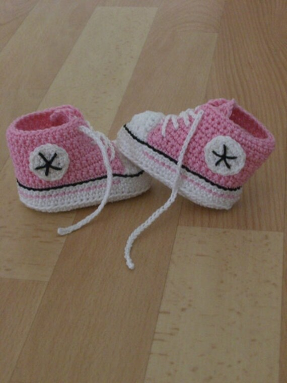 Gehäkelte Babyschuhe, Sneaker, rosa weiß, 9,5 cm