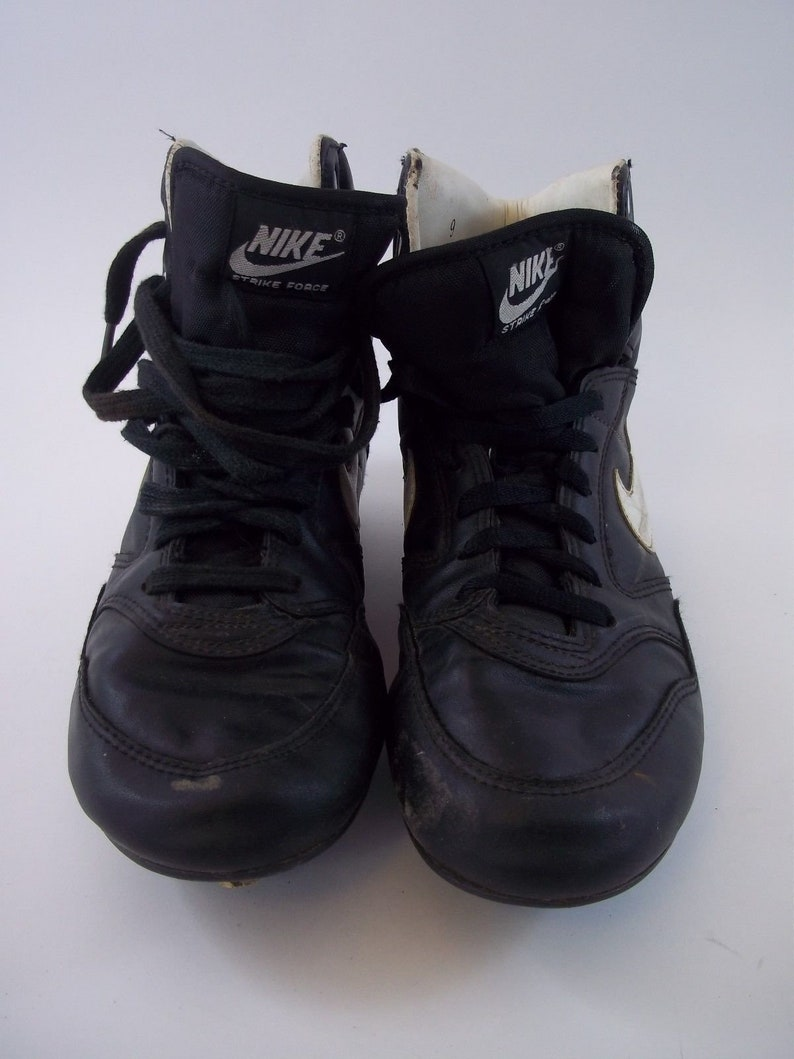 hot sale online 7c4fc b41c1 Rare Vintage Nike Strike Force Football Shoes w Cleats Size 9   Etsy