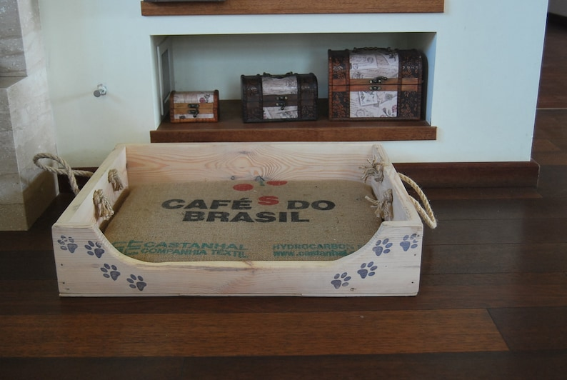 Dog bed wooden bed with a bag from Cafe do Brasil,