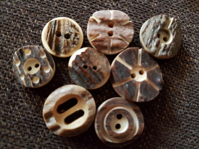 8 carved brown real Deer Horn Nous 18-25 mm Buttons Convolut HH120