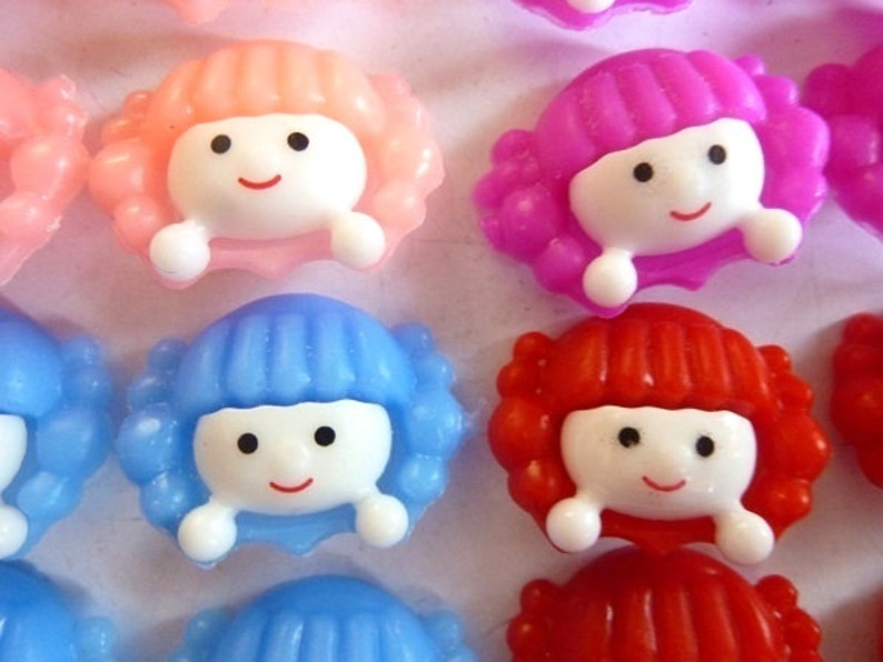 CHOOSE  Mix doll heads buttons red blue pink pink children/'s buttons