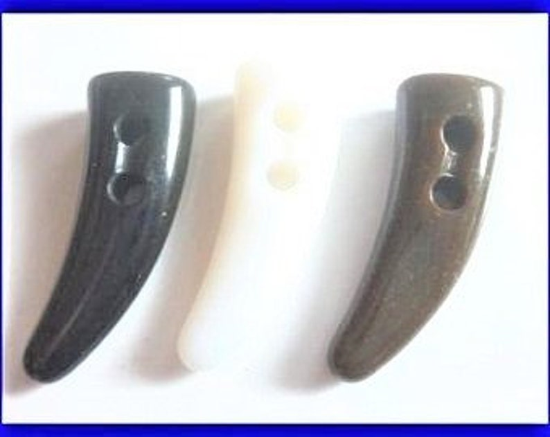 CHOOSE 6-8 white brown black 38 mm toggle buttons K370